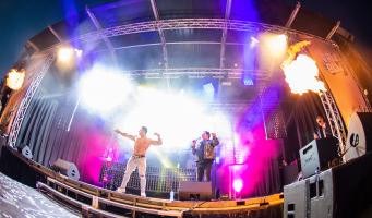 Wie was de jonge man die samen met Gerard Joling op het podium bij Vrij & Blij stond?